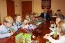 Przedszkolaki z życzeniami świątecznymi_4